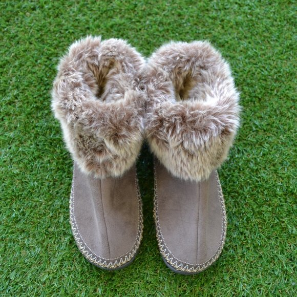 Isotoner Moccasin Slippers - 7.5 to 8